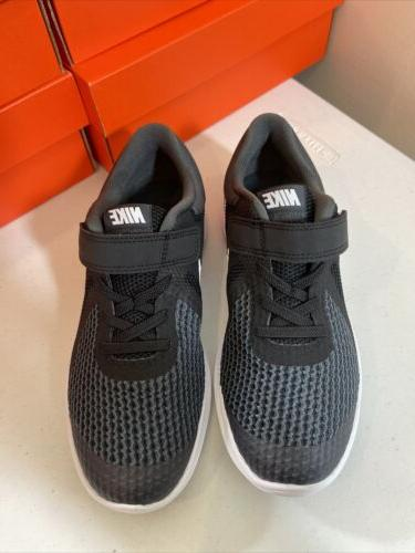 Youth Nike Black/White Running Size 3Y